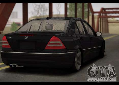 Mercedes-Benz C32 W203 2004 for GTA San Andreas right view
